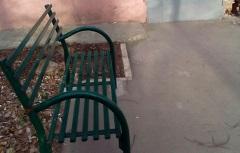 Установка скамеек около дома по адресу ул. Дружбы, 19