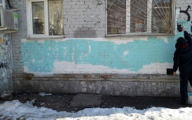 Закраска граффити на фасадах домов