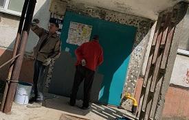 Покраска входных групп дома по адресу ул. Пушкарская, 67