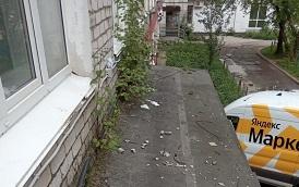 Очистка козырька дома по адресу б. Гагарина, 58А
